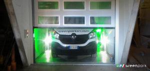 Ascensore auto Green Park Lift P1 con porta sezionale