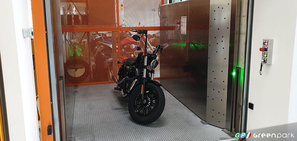 Montacarichi per merci moto motocicletta Green Park azienda montauto ascensore per auto Brescia Bergamo